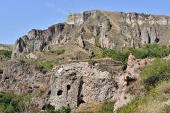 Scopra la città della caverna di Khndzoresk in Armenia fotografia stock libera da diritti