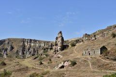 Scopra la città della caverna di Khndzoresk in Armenia fotografia stock