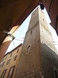 Scorcio di Bologna. Torre di Bologna all'angolo tra due vie Royalty Free Stock Photos