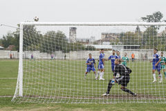Scoring from a free kick Royalty Free Stock Photography