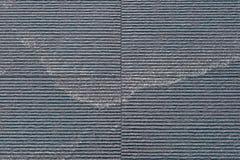 Scorrimento dell'acqua costolato della parete di pietra Fotografia Stock Libera da Diritti