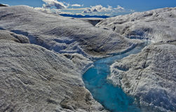 Scorrimento dell'acqua 2 del ghiacciaio di Mendenhall Fotografia Stock Libera da Diritti