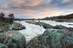 Scorrimento dell'acqua Great Falls la Virginia della primavera del fiume Potomac Fotografie Stock