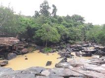 Scorrimento dell'acqua nelle montagne Fotografia Stock Libera da Diritti
