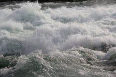 Scorrimento dell'acqua sul fiume Niagara Fotografia Stock