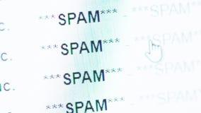 Scorrimento in una posta in arrivo del email in pieno dei messeges dello Spam stock footage