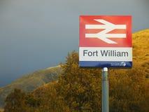 Scotrail emblem förbi vid stationen royaltyfri foto