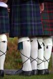 Scotsmen nos kilts imagens de stock