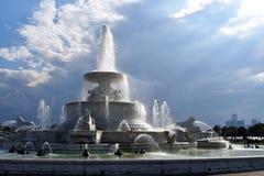 Scott Fountain Belle Isle och Detroit horisont royaltyfri foto
