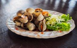 Scotti i pettini, coperture dei cuori edule, al ristorante tailandese fotografia stock