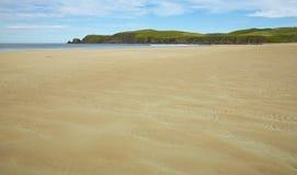 Scottish благоустраивают с пляжем и океаном highlands Шотландия стоковая фотография rf