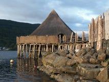 Scottish Crannog-Mitte lizenzfreie stockfotografie