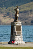 Scottish war memorial by loch Royalty Free Stock Photography
