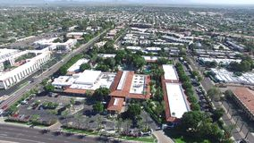 Scottsdale, Arizona, usa - powietrzny flyover strzelał na słonecznym dniu i jaskrawym zbiory wideo