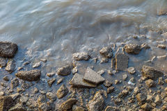 Scour θαλάσσιου νερού βράχος στοκ φωτογραφία με δικαίωμα ελεύθερης χρήσης