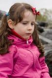 Scowled Mädchen Stockfoto