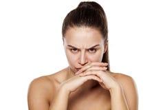 Scowling Frau ohne Make-up Stockbilder