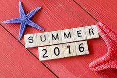 Scrabblebuchstaben mit Sommer 2016 Lizenzfreie Stockbilder