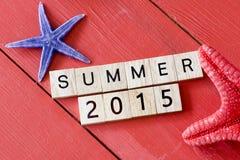 Scrabblebuchstaben mit Sommer 2015 Stockfotos