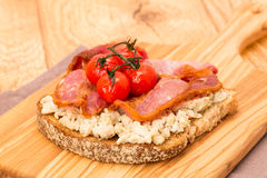 Scrambled egg and bacon on toast Royalty Free Stock Images