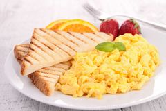 Scrambled egg. With toast and strawberry Royalty Free Stock Images