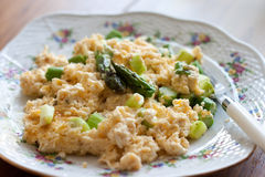 Scrambled eggs with asparagus Royalty Free Stock Photos
