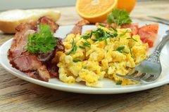 Scrambled eggs with bacon Royalty Free Stock Photography