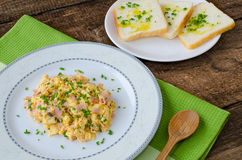 Scrambled eggs with chive and bacon, toast with herbs Royalty Free Stock Photos