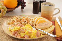 Scrambled eggs with ham and hash browns Royalty Free Stock Photos