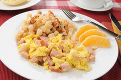 Scrambled eggs with hash browns Royalty Free Stock Images