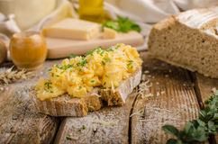 Scrambled eggs on homemade bread Royalty Free Stock Photography