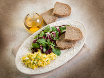 Scrambled eggs with mixed salad Royalty Free Stock Photography