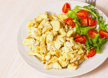 Scrambled eggs with salad Royalty Free Stock Photos