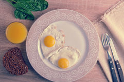 Scrambled eggs with spinach on the plate - a healthy Breakfast w Royalty Free Stock Photos