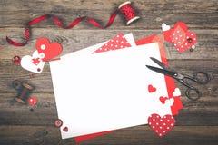 Scrapbooking per il giorno del ` s del biglietto di S. Valentino Fotografia Stock Libera da Diritti