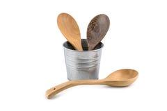 Scrematrice stabilita della cucina di legno, vanga della padella nell'iso del contenitore di metallo Fotografie Stock Libere da Diritti