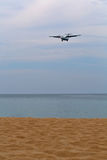 Screw the aircraft over the beach Royalty Free Stock Photography