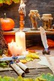 Scribeskrivbord mycket av recept och stearinljus Fotografering för Bildbyråer