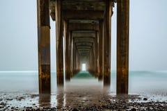 Scripps-Pier langes exosure während eines nebeligen Sonnenaufgangs Stockfoto