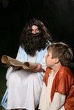 scriptures ανάγνωσης Στοκ φωτογραφία με δικαίωμα ελεύθερης χρήσης