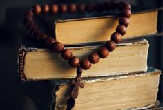 On the Scriptures lying rosary of mahogany royalty free stock photos