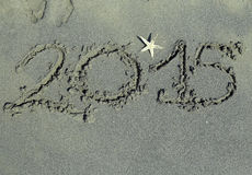 Scritto 2015 anni nella sabbia Fotografie Stock