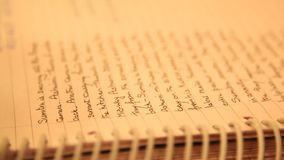 Scritto ed archivi nella mano video d archivio