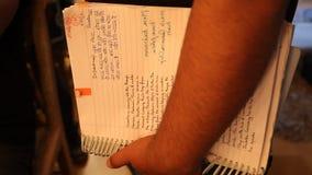 Scritto ed archivi nella mano archivi video
