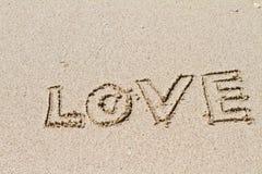 Scritto nella sabbia sulla spiaggia Immagine Stock