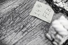 Scritto parola il 14 febbraio con i cubi della caramella gommosa e molle Fotografie Stock