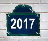 2017 scritto su un piatto della via di Parigi Immagini Stock