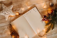 2018 scritto sul taccuino aperto vista del Natale e nuovo superiori sì Immagini Stock Libere da Diritti