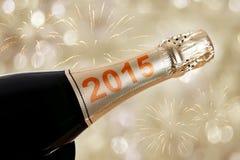 2015 scritto sulla bottiglia del champagne Fotografie Stock Libere da Diritti