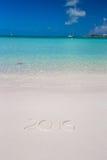 2016 scritto sulla sabbia bianca della spiaggia tropicale con Fotografia Stock